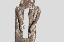 ダガリ族 お腹に穴のあいた鉄像01