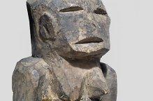 カラボロ族 ロボットのような姿をした神像