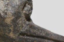 ロビ族 稀少なダックの木像(台付)