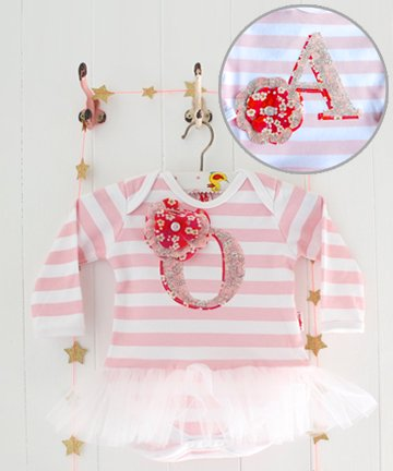 Milk Two Bunnies イニシャル「A」チュチュ付き長袖ロンパース Personalised Letter Tutu Bodysuit