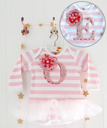 Milk Two Bunnies イニシャル「E」チュチュ付き長袖ロンパース Personalised Letter Tutu Bodysuit