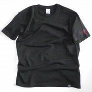 「FINGER JOINT」<br>アイヌ文様刺繍Tシャツ<br>ペールブラック
