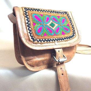 エスニックラクダ革手刺繍バッグ☆小ぶりなスクエアバックル付き5 1点もの