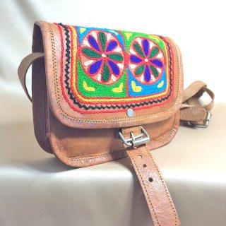 エスニックラクダ革手刺繍バッグ☆小ぶりなスクエアバックル付き4 1点もの