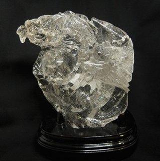 水晶 龍彫刻