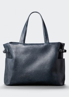 <img class='new_mark_img1' src='https://img.shop-pro.jp/img/new/icons47.gif' style='border:none;display:inline;margin:0px;padding:0px;width:auto;' />【aniary】 Grind Leather アジャスター付きトートバッグ / ネイビー
