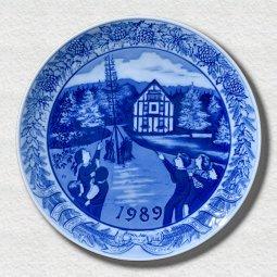 萌木の村 1989年イヤープレート「海外交流メモリアルポールとミュージアムショップ」