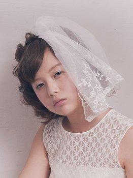 Antique lace short veil