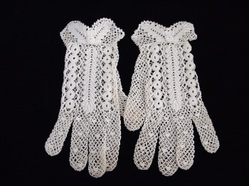 Vintage lace gloves 1