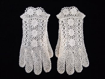 Vintage lace gloves 2