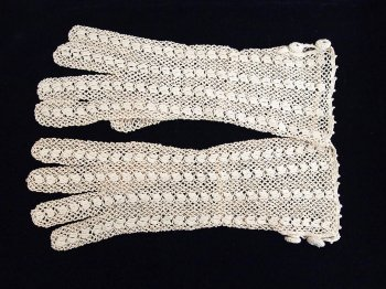 Vintage lace gloves 3