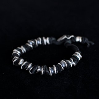 TOTEM TUBE BEAD BRACELET [BLACK]