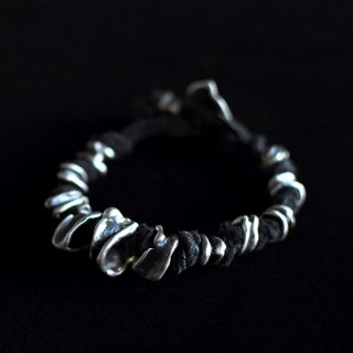 TOTEM TAPERED BRACELET [BLACK]