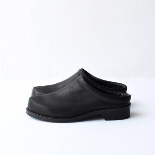 MINIMAL CLOG [BLACK STEER]
