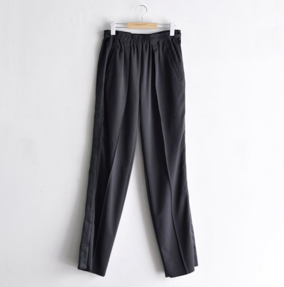 PLEATED TRACK PANTS with side line[CHARCOAL]