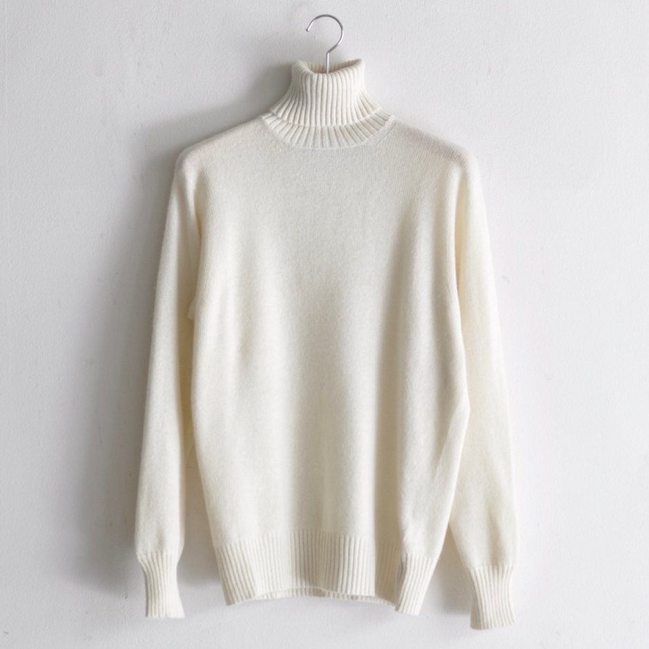 SEAMLESS CASHMERE TURTLENECK SWEATER [WHITE]