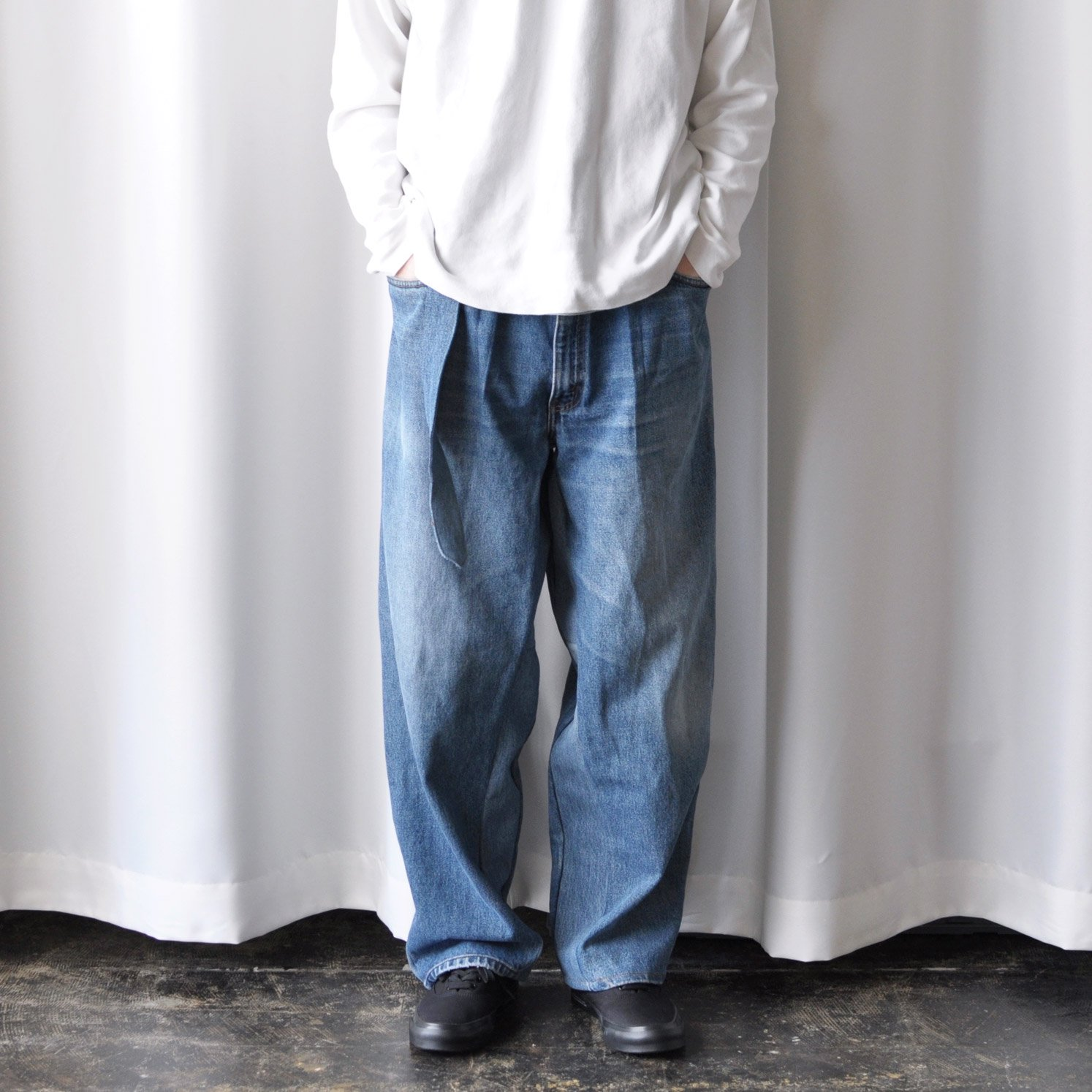 RE-CONSTRUCTED BELTED BUGGY JEANS [BLUE DENIM]