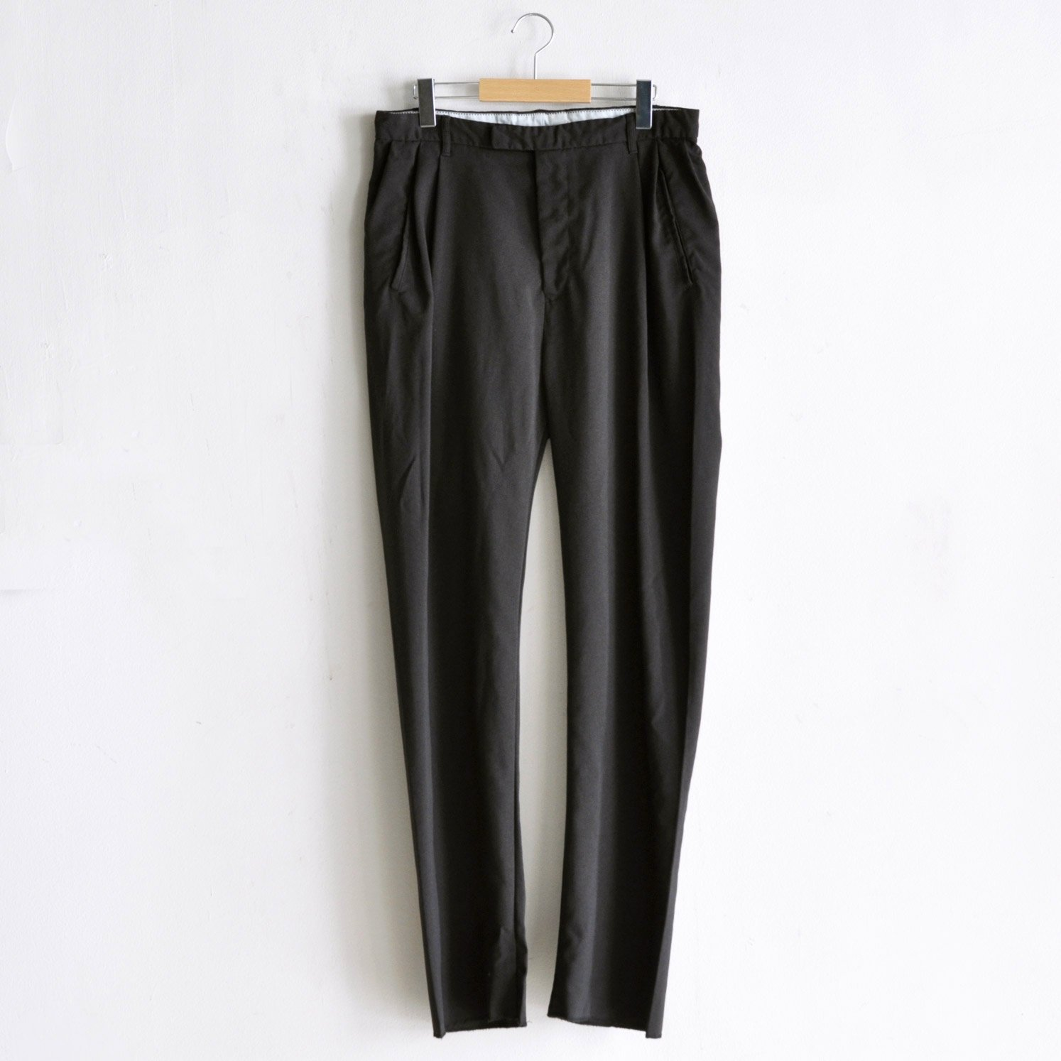 PE TUCK SARROUEL PANTS [CHARCOAL BROWN]