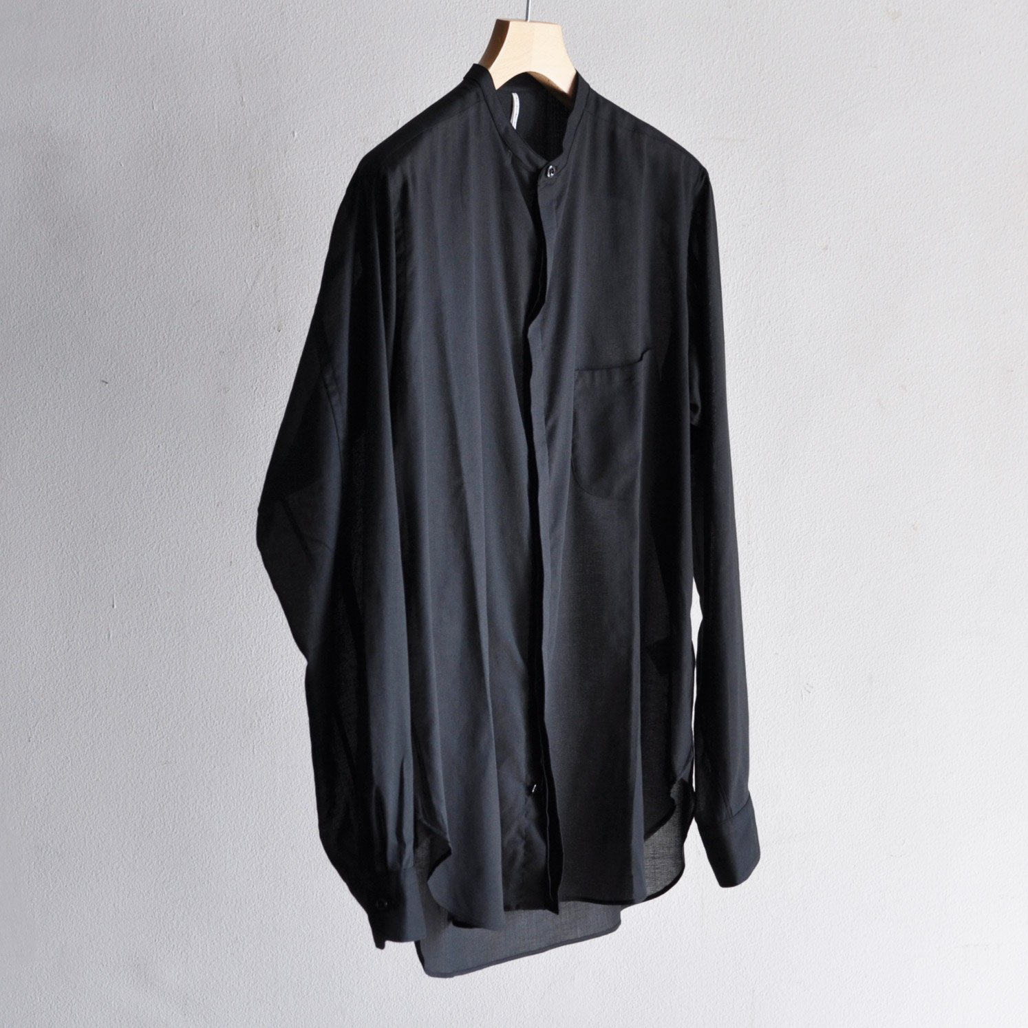 STAND COLLAR WIDE BODY FLYFRONT SHIRTS [BLACK]
