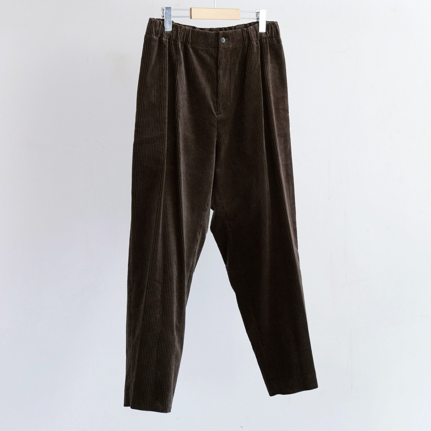 SUVIN CORDUROY TAPERED EASY PANTS [BROWN]