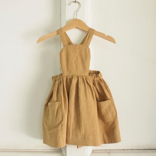 <img class='new_mark_img1' src='//img.shop-pro.jp/img/new/icons12.gif' style='border:none;display:inline;margin:0px;padding:0px;width:auto;' />MÄRTA APRON DRESS - DARK TAN
