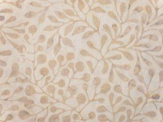 modafabrics アイボリーカラー植物柄バティック生地 / CARNIVAL BATIKS / SAND
