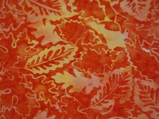 modafabrics 植物葉っぱ柄バティック生地〈オレンジ赤〉 / CARNIVAL BATIKS / BLAZE