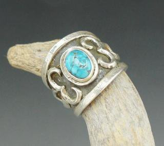Navajo Lorenzo Shirley Number Eight Turquoise Tufa Cast Ring