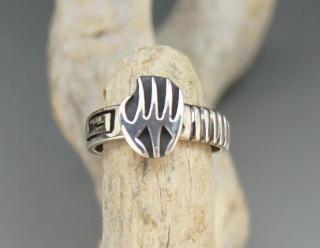 Hopi Froyd Namingha Lomakuyvaya Badger Paw Overlay Ring