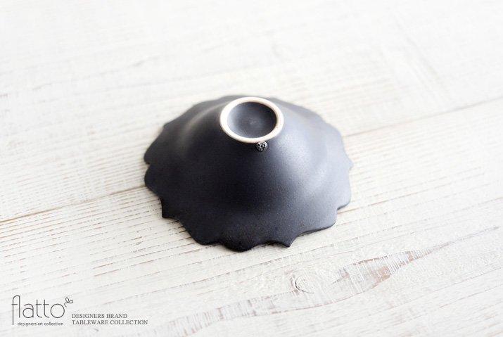 木下和美|黒釉輪花小鉢-04