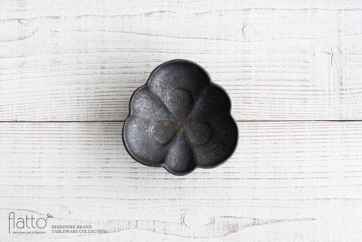 安福由美子|錆足付三方花皿