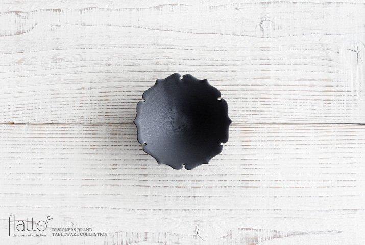 木下和美|黒釉輪花豆鉢