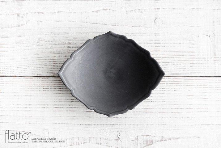 木下和美 黒釉輪花ひし形皿(M)