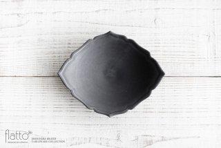 木下和美|黒釉輪花ひし形皿(M)