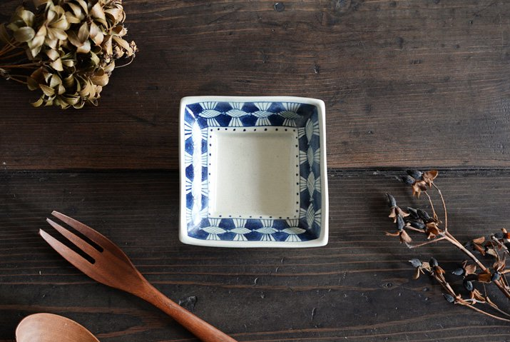 石井桃子|四角小皿(魚柄)