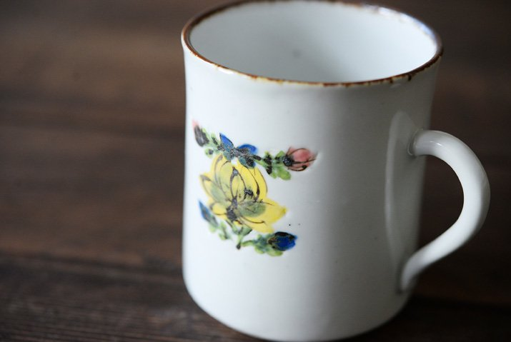 松本郁美|白磁掻き落とし コーヒーカップ(黄花)-02