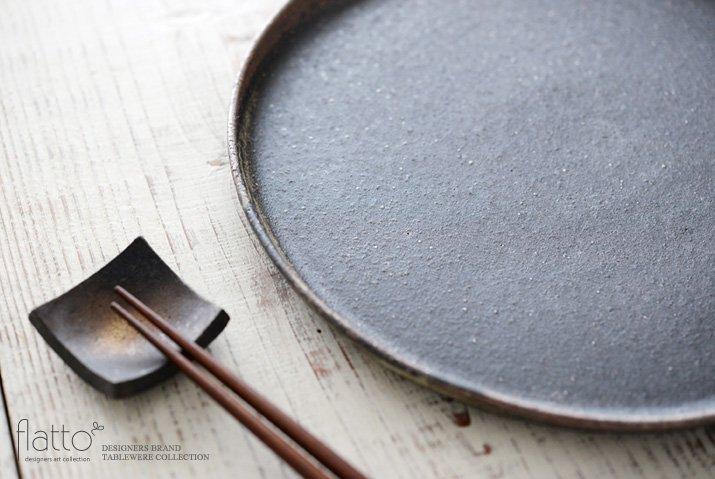 奥田章|ケーキ皿26cm(茶)-02