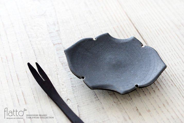 木下和美|黒釉蝙蝠豆皿-02
