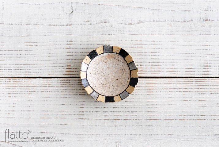 トキノハ|iroe 粉引色絵豆皿(縞・黒銀)