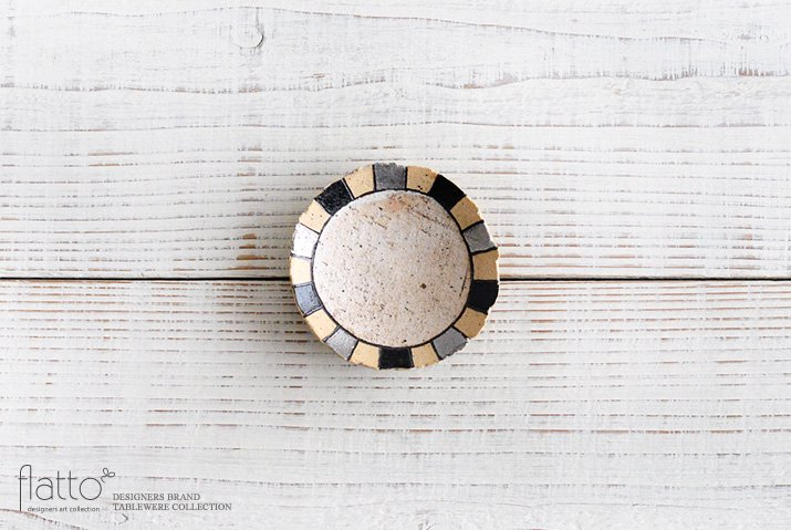 iroe 粉引色絵豆皿(縞・黒銀) 作家「トキノハ」