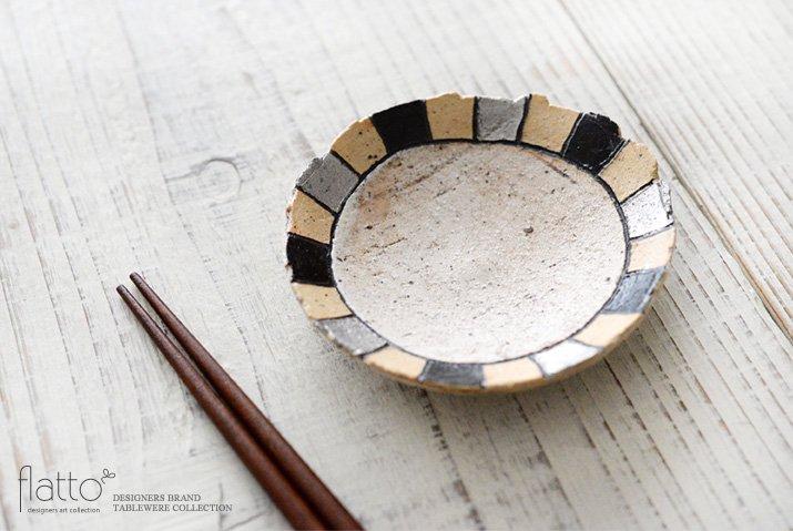 トキノハ|iroe 粉引色絵豆皿(縞・黒銀)-02