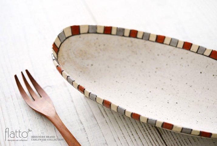 トキノハ|iroe 粉引色絵楕円鉢(M・縞・赤銀)-02