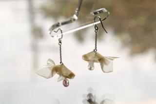 Origami Jewelry <br/>有澤悠河 作 「金魚」 <br/>ピアス/イヤリング<br/>ナチュラル(きなりいろ)<br/>
