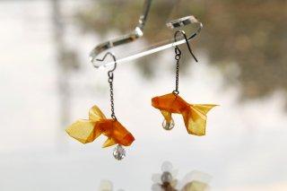Origami Jewelry<br/> 有澤悠河 作 「金魚」 <br/>ピアス/イヤリング<br/>オレンジ<br/>