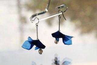 Origami Jewelry <br/>有澤悠河 作 「金魚」 <br/>ピアス/イヤリング<br/>ウルトラマリン<br/>