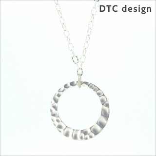 【DTC design / DTCデザイン】 つぶしオーバルチェーン グラスホルダー(マットシルバー)|ペンダント兼用