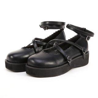 クロスベルトの縁スカラップ装飾おでこ靴