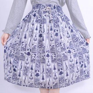モノトーン貴婦人柄プリントスカート