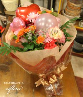 ハートバルーンミックスしました!お花とミニバルーンの花束