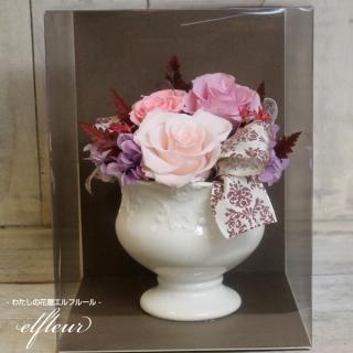【クリアケース付】高級感ある陶器に3色の鮮やかなバラでアレンジしました!プリザーブドフラワー